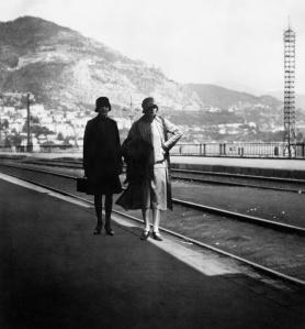 easy-virtue-1927-women-walking-by-sea
