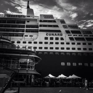 Queen Mary 2 at Circular Quay © Ashley Golsby 2014.